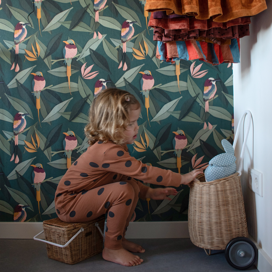 Meisjeskamer met vogel behang